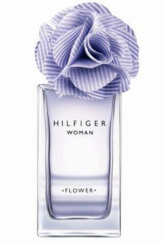 Flower Violet, de Tommy Hilfiger. Las notas florales de esta fragancia ya se ven en el propio packaging. Pero también en la flor de violeta que se combina con pétalos de rosa, y que tiene una salida fresca de frutas como la mandarina o la bergamota. A la venta en exclusiva en Perfumerías Douglas.