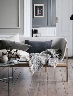 Minimal living room in shades of grey | @styleminimalism