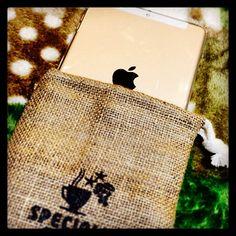 ちなみにこの麻袋、iPadminiRetinaがすっぽり収まりました笑#麻袋 #コーヒー豆袋 #apple #iPad #ipadmini #ipadminiretina