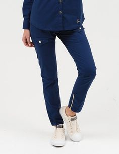 The Skinny Cargo Pant in Estate Navy Blue is a contemporary addition to women& medical scrub outfits. Shop Jaanuu for scrubs, lab coats and other medical apparel. Lab Coats For Men, Top Gris, Skinny Cargo Pants, Scrubs Outfit, Pantalon Cargo, Bleu Royal, Royal Blue, Nursing Clothes, Nursing Outfits