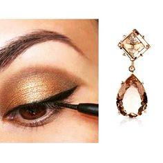 A melhor maneira de destacar o brilho do olhar é usar tons de ouro. Escolha uma sombra que tenha um pouco de brilho, passe nas pálpebras e em seguida adicione delineador para completar o look. Dica Divory: para realçar ainda mais a beleza, use esse make com um brinco glamouroso de cristais morganita. Luxo é pouco!!! #ficaadica #gold #makeup #semijoias #folheados #glam #fashion #lovedivory #divacomdivory #dicadivory