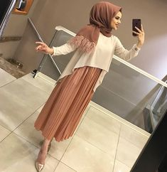 Street Hijab Fashion, Abaya Fashion, Muslim Fashion, Modest Fashion, Fashion Dresses, Hijab Dress Party, Hijab Outfit, Hijab Style, Hijab Chic