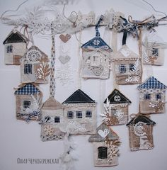 Julia Chernoberezhskii: Houses on a hanger or interior decoration. Christmas Sewing, Felt Christmas, Christmas Ornaments, Fabric Art, Fabric Crafts, Sewing Crafts, Home Crafts, Diy And Crafts, Arts And Crafts