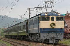 特製ヘッドマークを掲げ、山陽本線を走り抜ける。 6月7日、下関総合車両所新山口支所所属の12系〈SLやまぐち〉用レトロ客車5輌を使用した団体臨時列車が三原~広島間で運転された。これは山陽本線三原~西条~広島間開通120周年を記念して運転されたもので、牽引機は全区間下関総合車両所所属のEF65 1131が充当された。  /山陽本線 西条―八本松 26.06.07 Kawabata Hiroaki.jpg