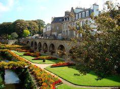 Guide de voyage Morbihan : Jardins de Vannes Boats And Birds, Region Bretagne, Castle Wall, High Fantasy, Rimmel, Beautiful Homes, Beautiful Scenery, Old World, Brittany
