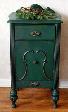 Green Vintage Side Table End Table Night Stand Chalk Painted End Tables, Diy End Tables, Bedside Tables, Diy Table, Vintage Nightstand, Diy Nightstand, Green Painted Furniture, Chalk Paint Furniture, Refurbished Night Stand
