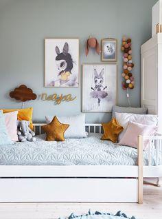 Børneværelse med plads til vokseværk - ALT.dk Interior Design Color Schemes, Room Color Schemes, Room Wall Colors, Boy Girl Room, Home Hacks, Baby Room, Gallery Wall, Room Decor, Villa