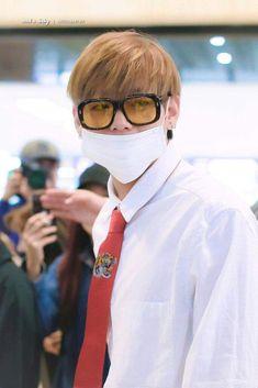 pjm and bts gifs Foto Bts, Jung Kook, Bts Bangtan Boy, Jimin, Bts Boys, Hip Hop, Wearing Glasses, Kpop, V Taehyung