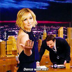 Pin for Later: Les 24 Fois Où Nous Avons Souhaité Etre Jennifer Lawrence Quand elle a fait mourir de rire Jimmy Fallon Oui, on veut bien danser avec toi Jennifer. Joyeux anniversaire!