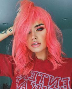 Pink hair color ideas Those looking for pink hairstyles here! The popularity of pink hair continues to increase day by day. Do not think of a single col. Peach Hair Colors, Hair Color Pink, Cool Hair Color, Orange And Pink Hair, Pastel Coral Hair, Dyed Hair Pink, Pink Hair Colors, Pink Peach Hair, Pink Short Hair