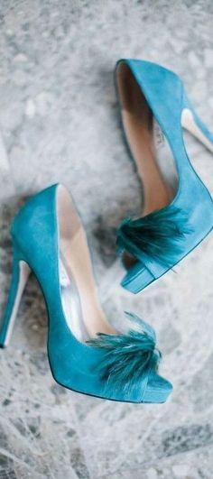 Blue feathers Hermosos zapatos azul turquesa con plumas para la novia  082f868e1440