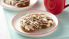 Looking for a delicious gingerbread cookie that's made using Pillsbury™ cookie dough? Stir up these easy cookies that are drizzled with vanilla chip icing. Cookie Desserts, Just Desserts, Cookie Recipes, Dessert Recipes, Cookie Ideas, Candy Recipes, Ginger Bread Cookies Recipe, Yummy Cookies, Yummy Treats