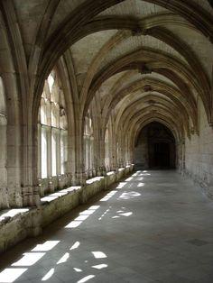 Monuments, Conan Exiles, Ancient Buildings, The Cloisters, France, Beautiful Buildings, Saint, Hogwarts, Medieval