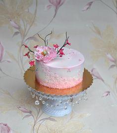 Pink birthday cake - Cake by majalaska