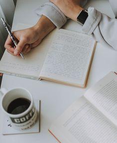 Mais de 20 dicas e ideias sobre como e o que escrever no seu diário de gratidão. Business Diary, How To Make Money, How To Get, Sales Letter, Part Time Jobs, Study Inspiration, Self Publishing, Study Motivation, Listening To Music