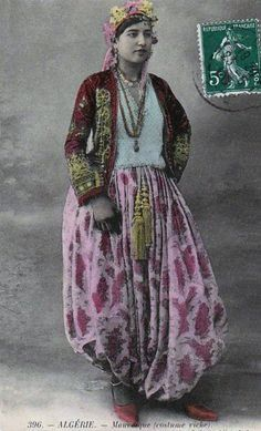 to/from tamazgha, with love /thesignsinthestars Vintage Photos Women, Antique Photos, Vintage Photographs, Monochrome Outfit, Vintage Gypsy, Indigenous Art, Moroccan Style, Moorish, North Africa