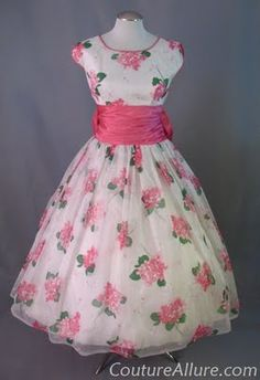 1950s chiffon party dress - I love this!  I think I would tweak it just a little by having a V-neck.