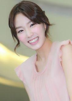 Beautiful Taeyeon in pink :) #SNSD #Taeyeon