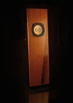 Facinating wooferless design that pulls bass out of thin air! Best Speakers, Diy Speakers, Audio Design, Speaker Design, Diy Bookshelf Speakers, Speaker Plans, Speaker System, Open Baffle Speakers, Diy Storage Cabinets