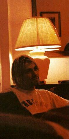 Love this beautiful picture of Kurt. Dave Grohl, Aberdeen, Kurt And Courtney, Donald Cobain, Nirvana Kurt Cobain, Dave Matthews Band, Indie Movies, Romantic Movies, Foo Fighters