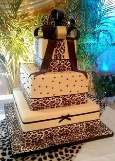 African Wedding Cakes, African Weddings, African Cake, Zebra Cakes, African Dresses For Kids, Wedding Anniversary Cakes, Traditional Wedding Cakes, Minnie Mouse Cake, Themed Wedding Cakes