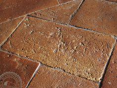 Pavimento realizzato con tavelle del 1800.