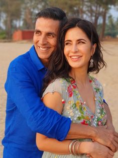 Sooryavanshi star Akshay Kumar holds Katrina Kaif in his arms in this happy picture : Bollywood News Bollywood Actors, Bollywood News, Bollywood Celebrities, Akshay Kumar Upcoming Movies, Celebrity Couples, Celebrity Style, Indian Actresses, Actors & Actresses, Yash Johar
