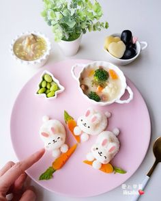"515 Likes, 18 Comments - ilisaliu (@ilisa_liu) on Instagram: ""早安☁️ 昨天濕冷一整天一早起來看見雨停了還真開心 ! 拿出阿母的新玩具,慵懶的星期一用它來做早餐最適合✌ 這組是 #arnest 新上市的兔兔彩蛋飯糰模具,但復活節還沒到,…"""