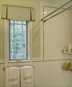 An elegant and tailored valance for the bathroom. I like the curved hem and 2 side pleats. It would look good in a linen.