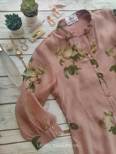 Neck Designs For Suits, Sleeves Designs For Dresses, Dress Neck Designs, Stylish Dress Designs, Neckline Designs, Blouse Designs, Stylish Dresses, Simple Dresses, Simple Kurta Designs