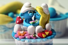 This Smurfy cupcake looks too good to eat!