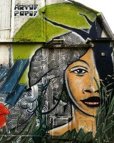 Collaboration entre l'homme aux 5 bandes #artofpopof et l'univers tout en végétal de #carolyn #streetartist #streetart #streetartmontreuil #graffiti #wall #wallpornart #streetartist #urbanartist #urbanart 10 rue Édouard Vaillant #montreuil métro Croix de Chavaux