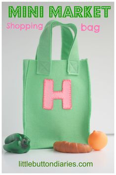 Make this adorable felt play shopping bag for your little ones in under 30 minutes!