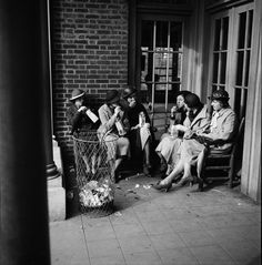 women-gather-in-the-prospect-park-picnic-house-april-21-1935_large