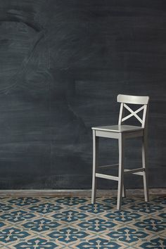 E9 White on Blue Fade-Resistant Floor Cloth for High Traffic Areas