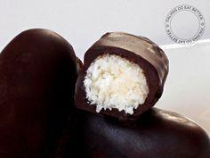 Cari amici, per iniziare al meglio questa nuova settimana, vi propongo dei golosissimi Cioccolatini al Cocco . Vi rico...