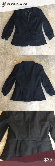 """Black Blazer Jacket Super cute and stretchy black Blazer jacket!! The pleating on the back of this jacket is so attractive!! 😍 (See pic #2 & #3) The 3/4 sleeves also have some """"rouching"""" too. Size on tag says medium however it fits more like a small, even maybe an extra-small. Like brand new, only worn once. Jackets & Coats Blazers"""