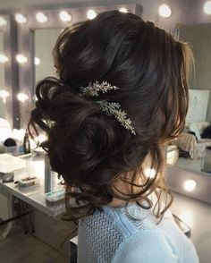 Beautiful updo wedding hairstyle inspiration #weddinghair #hairstyle #hairideas #bridalhair #frenchchignon #messyupdo #braids #braidupdo #braided #updohairstyles