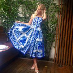 Lala Rudge Vestido: Dolce&Gabbana Sandália: Uza