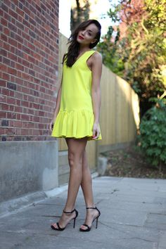 Love this three floor dress Cute Dresses, Casual Dresses, Fashion Dresses, Summer Dresses, Style Snaps, Yellow Dress, Spring Summer Fashion, Dress To Impress, Dress Up
