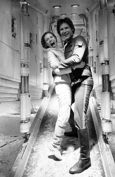 Leia (Carrie Fisher) and Han (Harrison Ford) share a laugh! - Peter Mayhew (Chewbacca) has posted a collection of behind-the-scenes photos from the filming of the first three Star Wars films. Star Wars Film, Star Wars Merch, Han Star Wars, Star Trek, Star Wars Cast, Star Wars Love, Star War 3, Chewbacca, Peter Mayhew