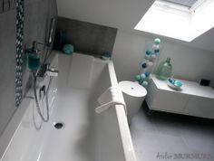 Création d'une salle de bain sous combles, en gris, bleu turquoise, lagon, menthe et vert d'eau  #salledebain #bathroom #renovation #architecture #decoration #combles #douche #bains #baignoire #bleu #gris #noir #lagon #menthe #mint #turquoise #canard #projet #chantier #mosaique #bubu #lacasedecousinpaul