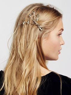 Comet Clip | Decorated hair clip to add a special touch to your tresses. Features a bursting star design.