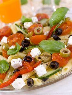 poivre, concombre, ciboulette, citron, tomate, vinaigre balsamique, huile d'olive, pâtes, sel, olive noire, feta