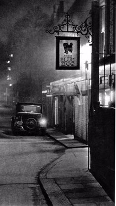 Stunning Atmospheric Photographs of London Streets at Night in the 1930s