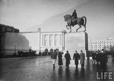 Statuie rege 5 Bucharest, Palace, Louvre, Concert, Building, Travel, Life, Military, Romania