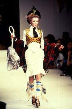 Vivienne Westwood Fashion Show, from the Anglomania Collection, Fall/Winter 1995 Quirky Fashion, Punk Fashion, Timeless Fashion, Runway Fashion, High Fashion, Fashion Show, Vintage Fashion, Womens Fashion, Fashion Design