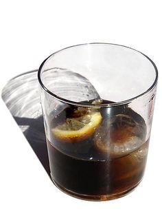 Das Rezept für die originale Cola ist ein gut gehütetes Geheimnis. Wie Sie trotzdem mit einfachen Mitteln eine leckere Cola selber machen können, erfahren Sie in diesem Praxistipp. Coca Cola, Pudding, Make It Yourself, Canning, Tableware, Health, Desserts, How To Make, Diet