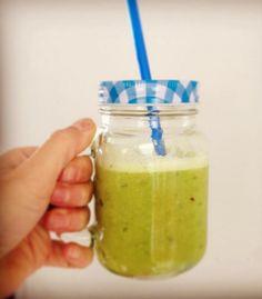 Recept voor een bloeddrukverlagende smoothie. Een gezond en natuurlijk sapje dat helpt tegen een hoge bloeddruk. Sowieso voor iedereen lekker en gezond!