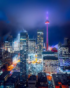 Toronto city scape in fog, including the CN Tower (Photo credit to Marcin Skalij) Doctor Images, Lit Wallpaper, Beautiful Wallpaper, Black Wallpaper, Toronto City, Rose Images, Beach Images, Samsung, Nightlights